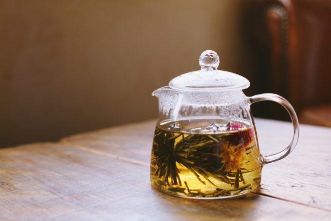 Чайник на столе
