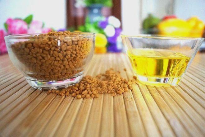 желтый напиток и семена