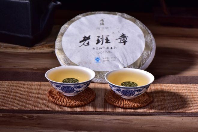 Заваренный чай в пиалах