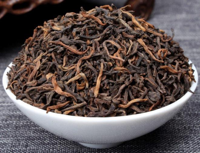 чаша с чайными листьями