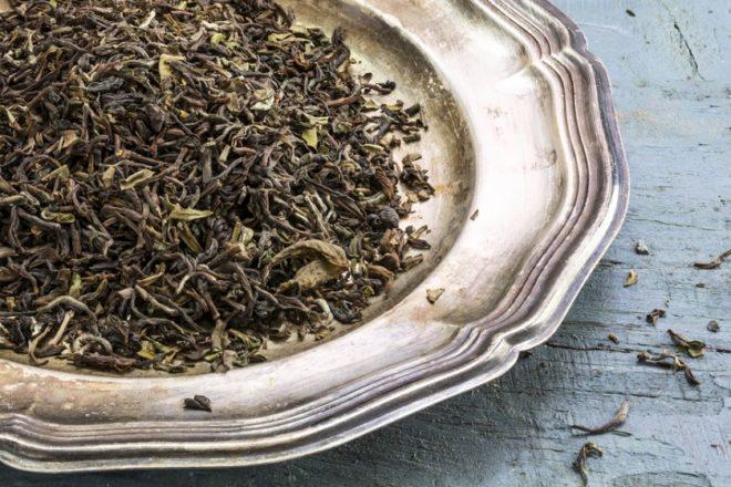 чай на железной тарелке